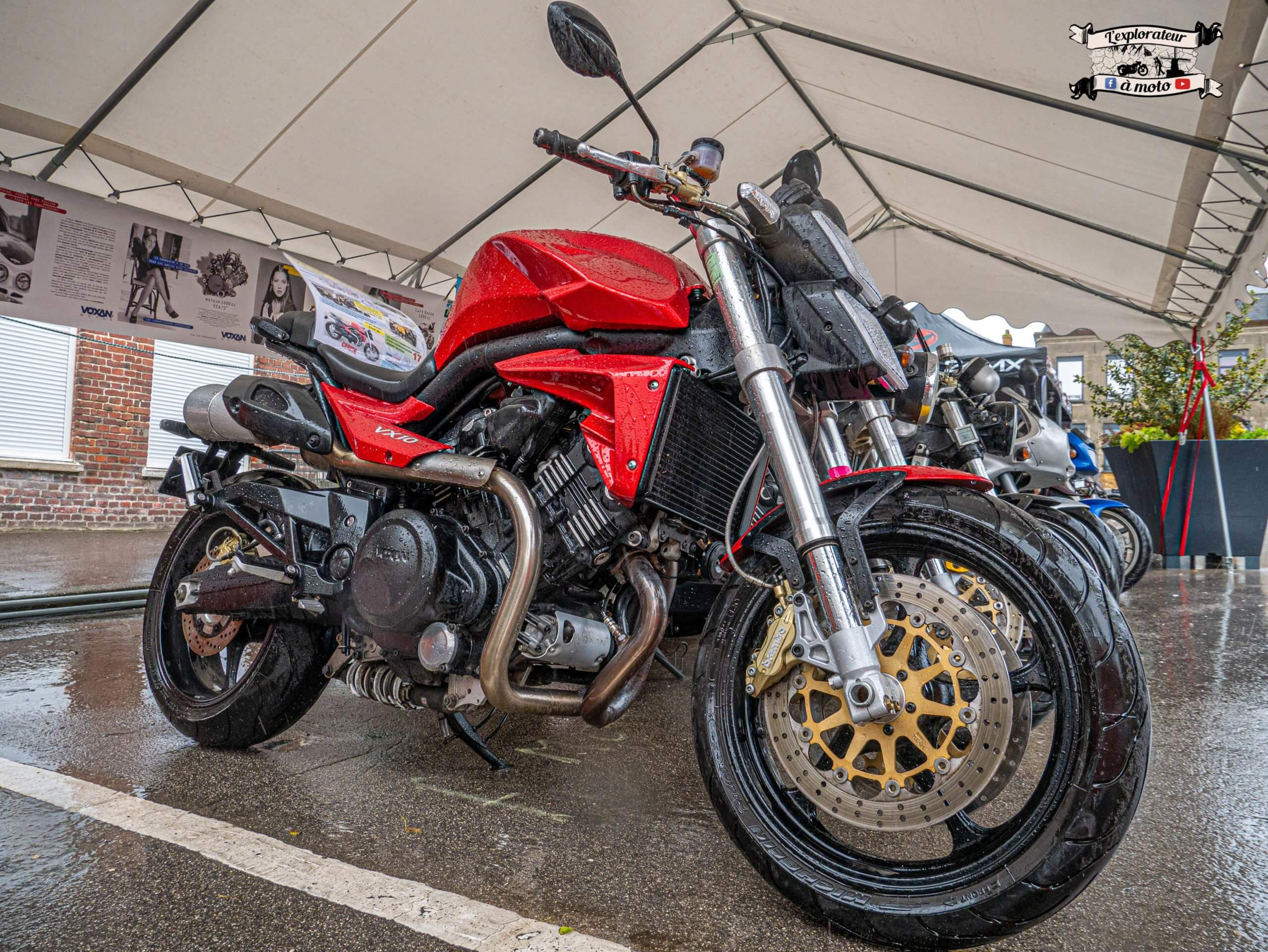 Une moto rouge, Voxan VX-10