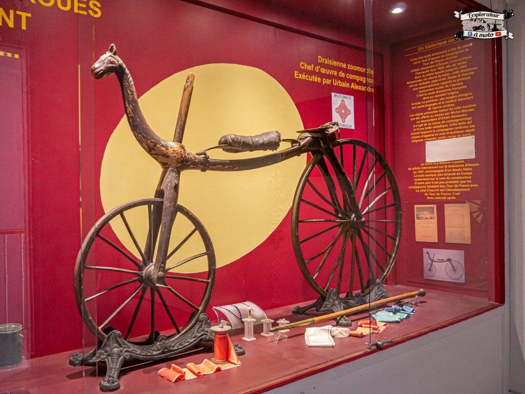 Vélocipède classé monument historique, Chateau de Bosc - lexplorateuramoto.com