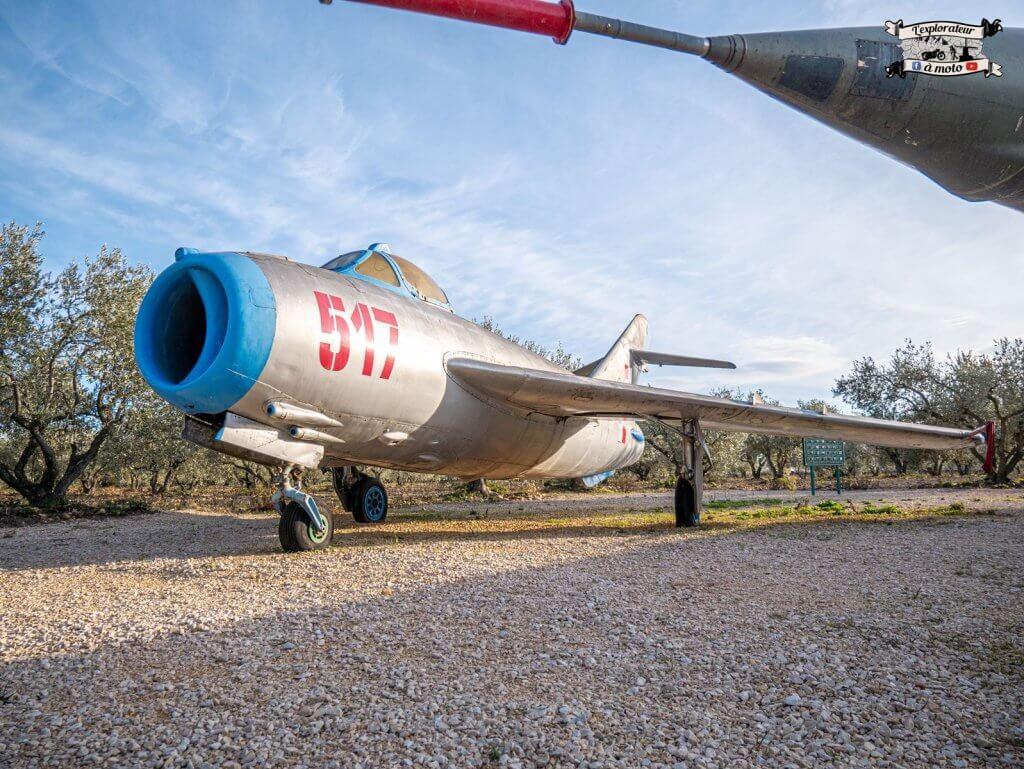 Avion de chasse MIG17, Chateau de Bosc -lexplorateuramoto.com
