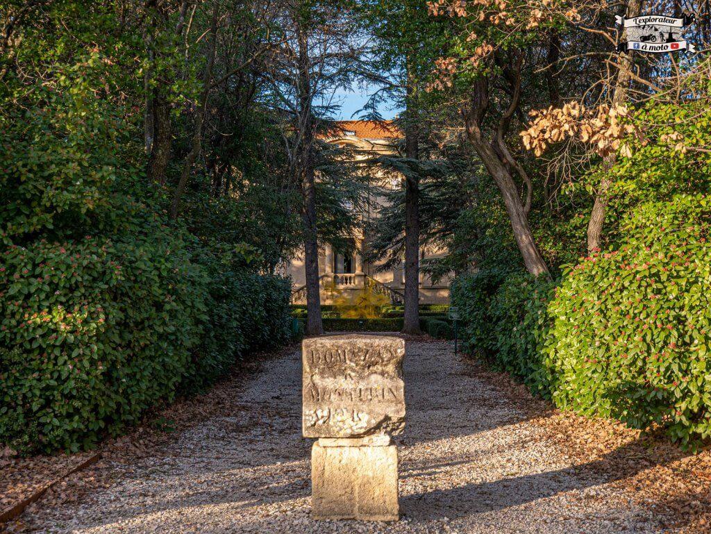 Allée Chateau de Bosc - lexplorateuramoto.com