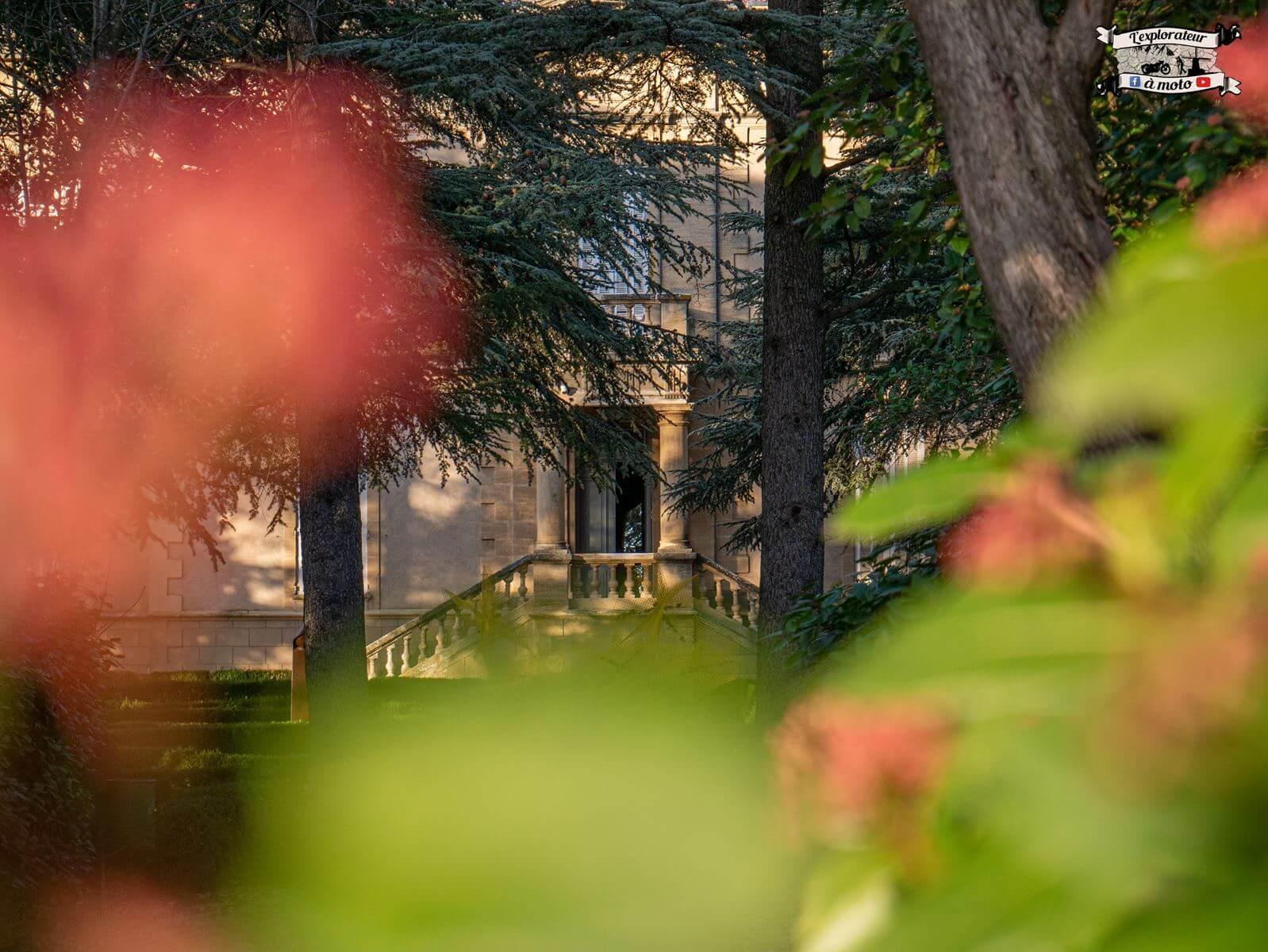 Porte entrée Chateau de Bosc - lexplorateuramoto.com