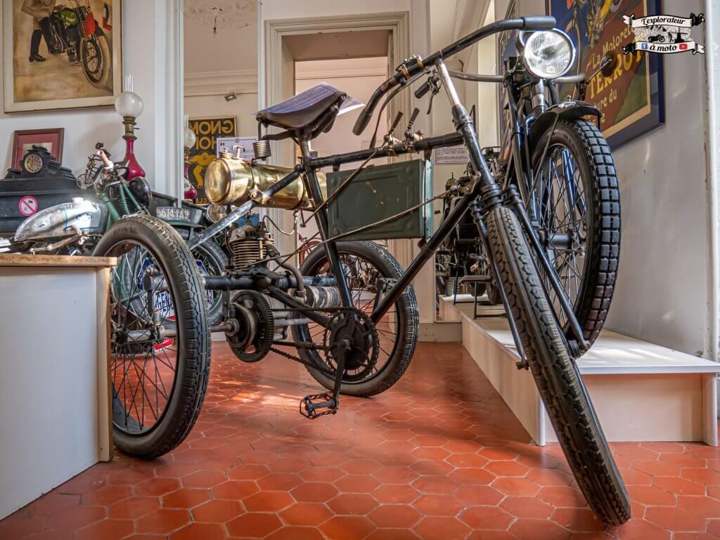 Tricycle Automoto, Château de Bosc 01 -lexplorateuramoto.com