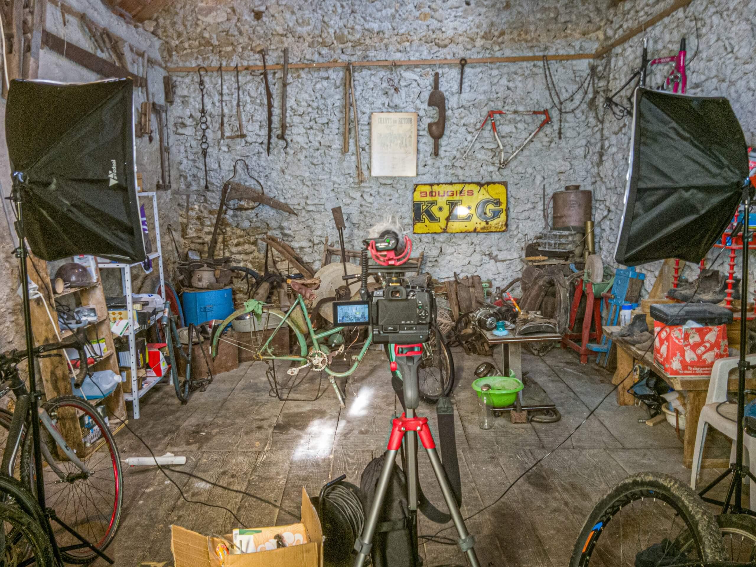 Studio L'explorateur à moto prêt