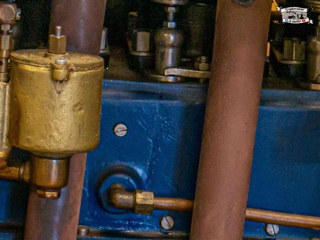 Henderson 6 cylinders 01 - lexplorateuramoto.com